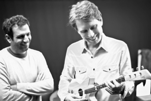 Alex Kapranos with a Loog Guitar - Nicolás Lejtreger