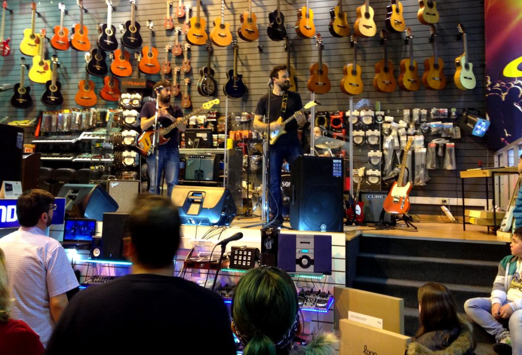 Granja de piratas with Loog Guitars